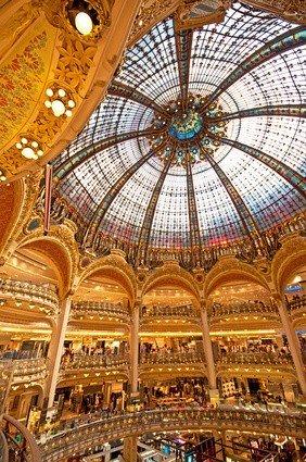 Das berühmte Kaufhaus, die Galeries Lafayette in Paris